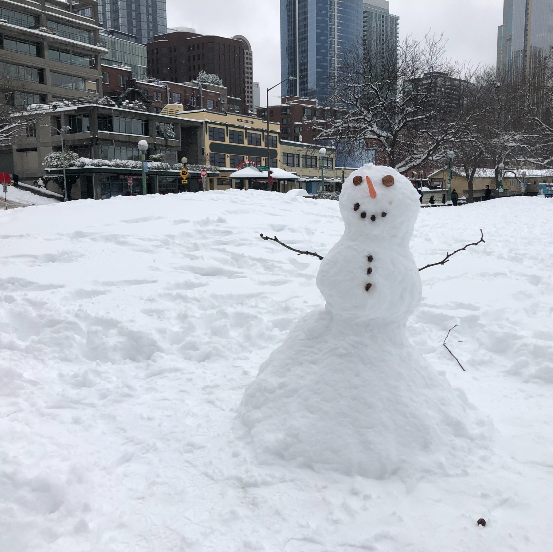 A friendly snowman in a downtown park